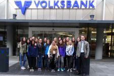 2014-15 Die HLW Landeck im Tresorraum der Volksbank