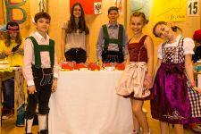 2015-16 Die 4. Klassen der HAK Landeck unterstützen KIWI ...