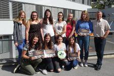 """2017-18 """"KASIGS"""" Schülerinnen der 3. HLW Landeck stellen ihr Kochbuch vor"""