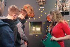 """2014-15 die 2BK bei der Ausstellung """"Mehr als Worte: Zeichen, Symbole, Sinnbilder"""""""